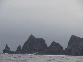 漁船と魚釣島.JPG